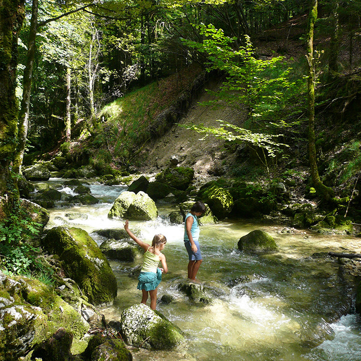 village vacances location metabief a decouvrir cascade du herisson